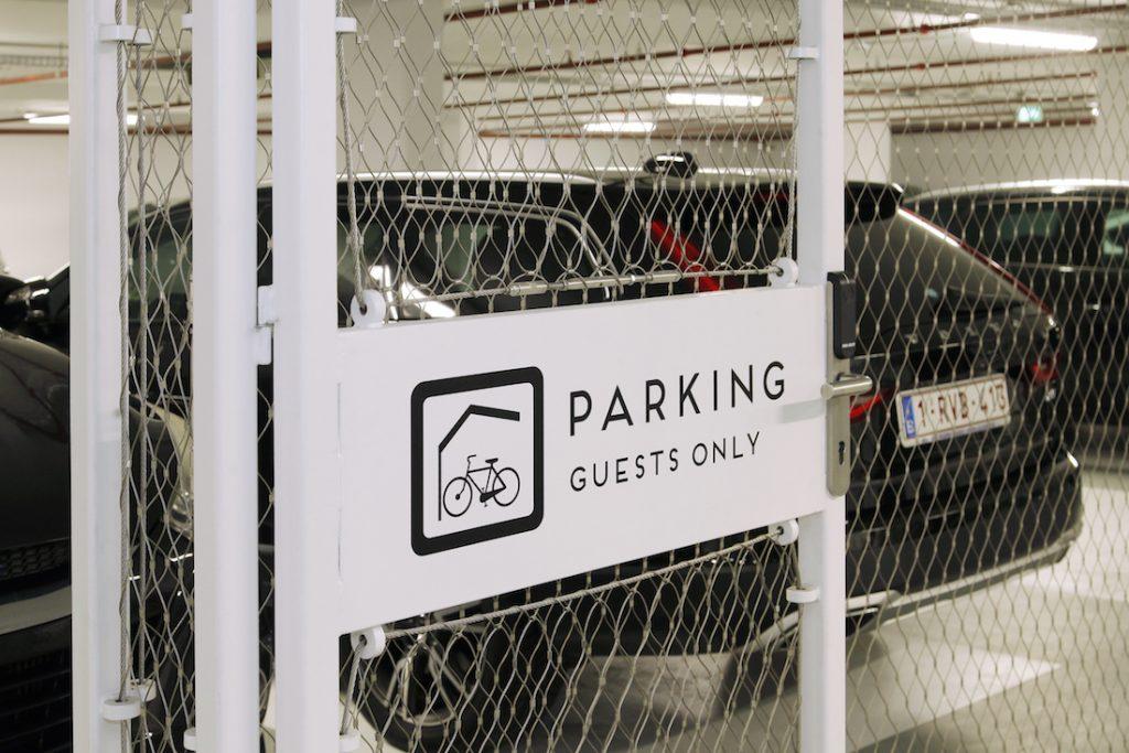 Hotel Jakarta fietsenstalling entree - Carl Stahl