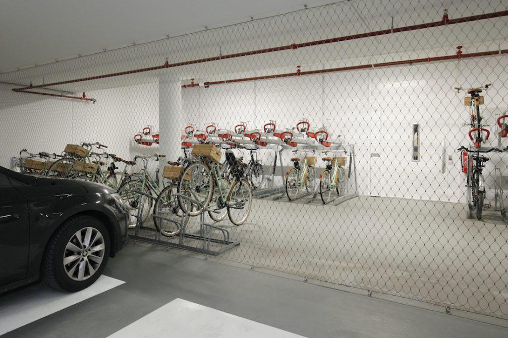 Hotel Jakarta fietsenstalling zijaanzicht - Carl Stahl