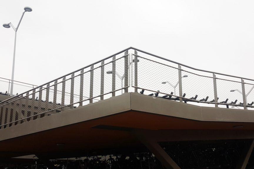 Station Hengelo fietsenstalling buiten - Carl Stahl