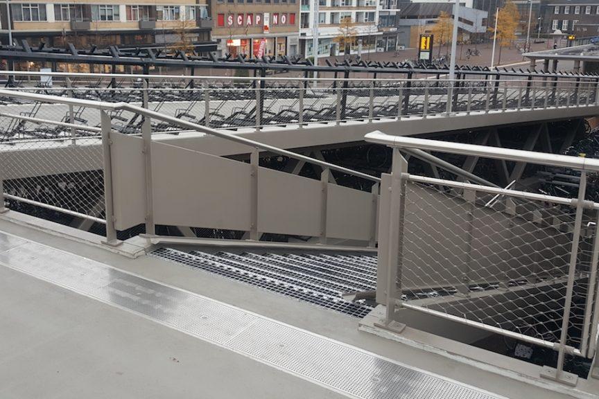 Station Hengelo fietsenstalling buitentrap - Carl Stahl