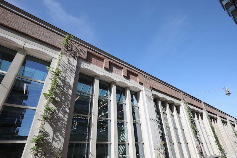 De Hallen Amsterdam, groene gevel verticale spankabels Carl Stahl