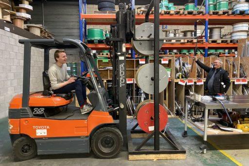 Carl Stahl Benelux, werkplaats met kabels op haspels