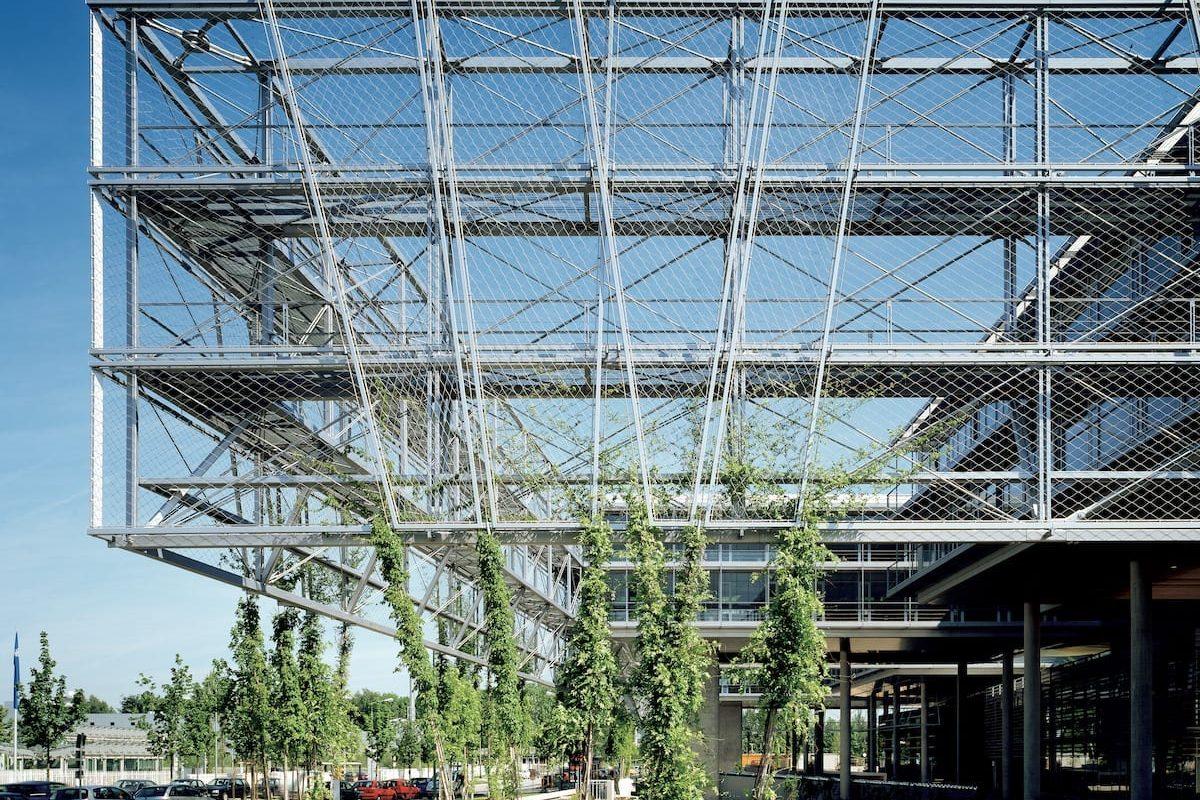 transparante-constructie-met-groene-gevel